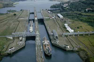 Panama Canal Meets with Tanker, Dry Cargo Industry Representatives