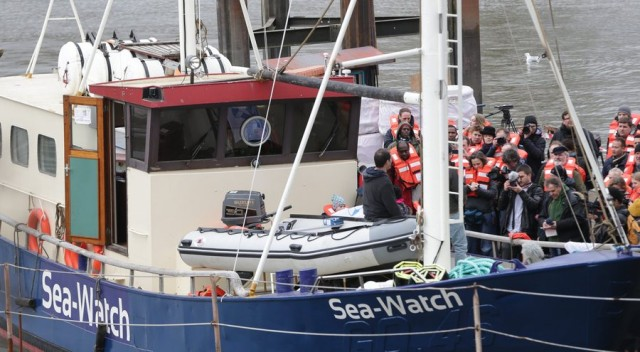 "Refugee assistance ship ""Sea Watch"" christened"
