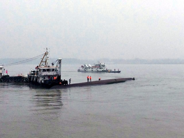 Over 400 people missing after ship sinks in the Yangtze River