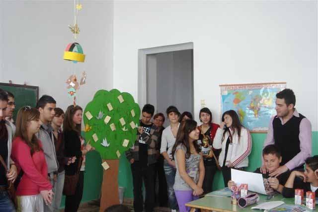 """Έφηβοι """"Ναυτίλοι της HELMEPA"""" ενημερώνουν μικρούς μαθητές"""