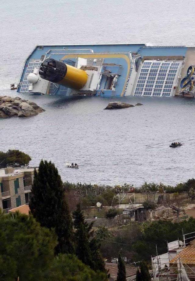 Για εγκληματική ολιγωρία κατηγορείται ο καπετάνιος του «Costa Concordia»