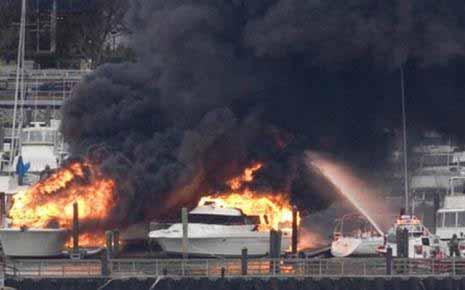 Κάηκαν ολοσχερώς επτά σκάφη πολυτελείας στην Μαρίνα Αλίμου
