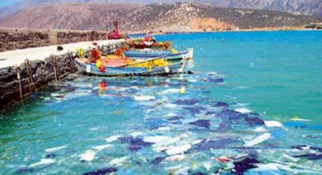 Θαλάσσια ρύπανση στην Ελευσίνα από το χθεσινό ναυάγιο