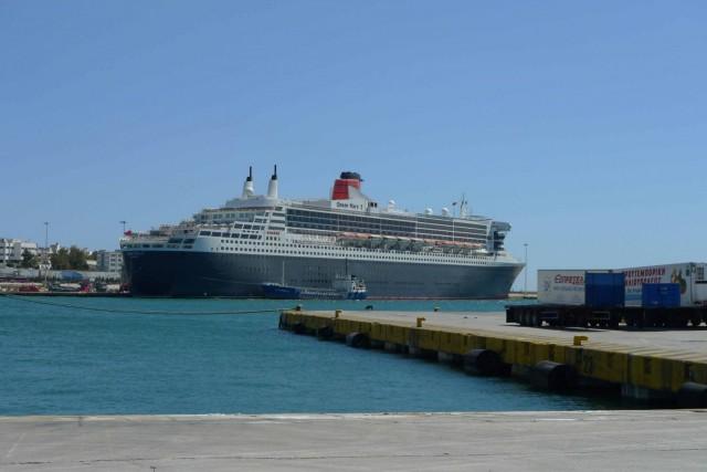 Στο λιμάνι του Πειραιά το Queen Mary