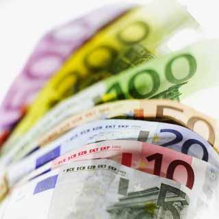 Η Ευρωζώνη βυθίζεται στην κρίση