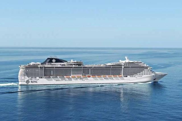 "Tο ""MSC DIVINA"" στο λιμάνι του Πειραιά"