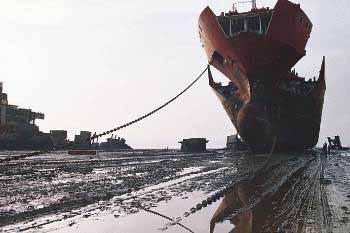 Διαλύσεις πλοίων:Όσο η Ινδία απέχει, τόσο πιο έντονη έχει γίνει η διάθεση της Κίνας