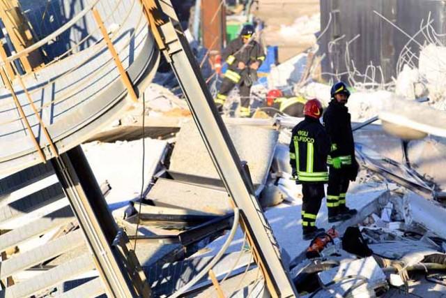Τρεις αγνοούμενοι και τέσσερις τραυματίες από την πρόσκρουση πλοίου στο λιμάνι της Γένοβας
