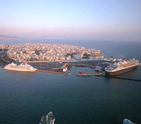 Κρουαζιερόπλοιο προσέκρουσε σε λιμενοβραχίονα στο λιμάνι του Πειραιά