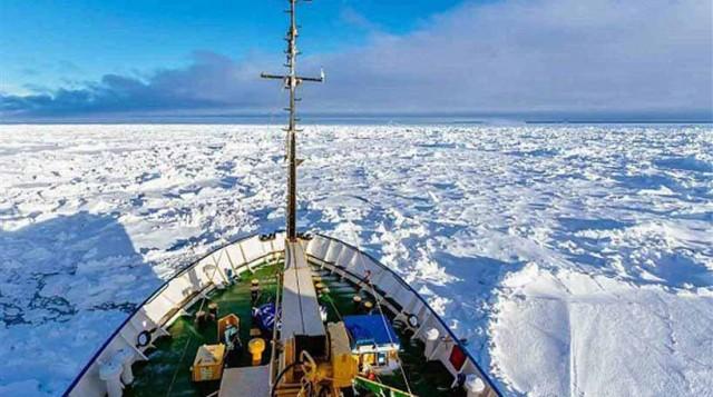 Παραμένουν αβοήθητοι οι 74 επιβαίνοντες του ρωσικού ερευνητικού πλοίου Akademik Shokalskiy