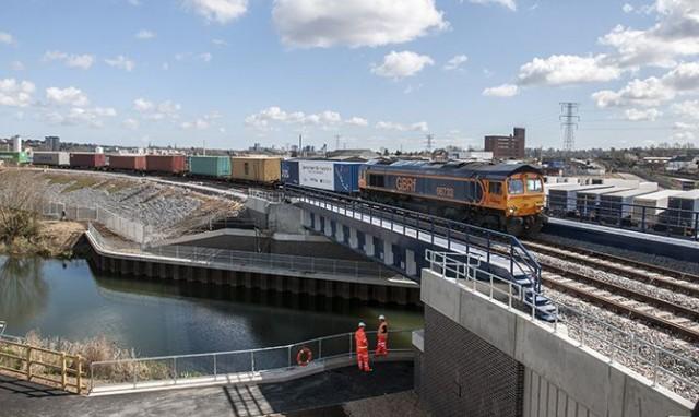 Σημαντική ώθηση στο λιμάνι του Felixstowe από νέα σιδηροδρομική υποδομή