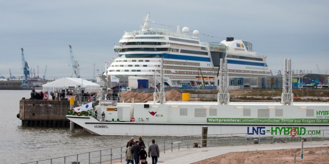 LNG Hybrid Barge Christened the HUMMEL