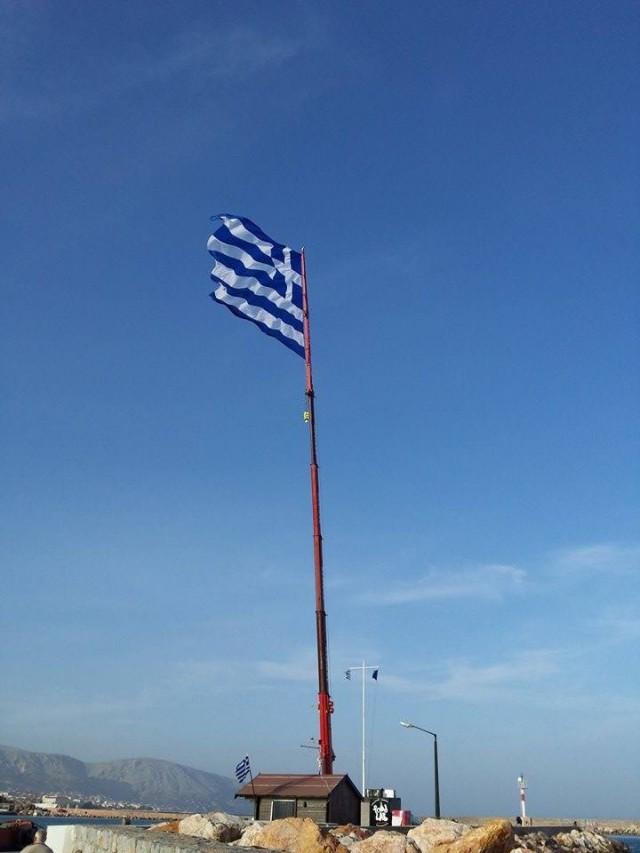 Μια σημαία σύμβολο και μια πρωτοβουλία με πολλές αναγνώσεις