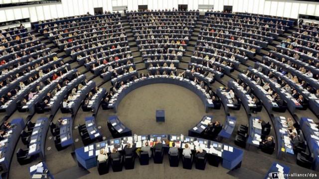 Να δoθούν τα χρεωστούμενα στους πολίτες ζητούν οι ευρωβουλευτές