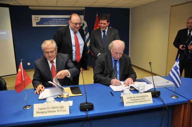 Yπεγράφη η τελική συμφωνία για νέες επενδύσεις στο λιμάνι του Πειραιά