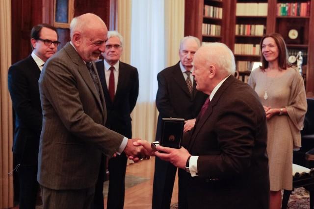 Με τον Ταξιάρχη του Τάγματος του Φοίνικος τιμήθηκε ο Γρηγόρης Καλλιμανόπουλος