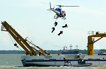 Σε ύφεση οι πειρατικές επιθέσεις στα Στενά της Malacca