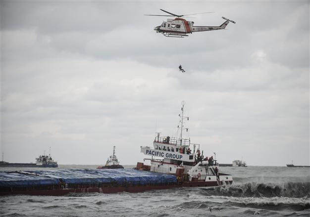 Πλοίο προσάραξε στο λιμάνι της Σαμψούντας