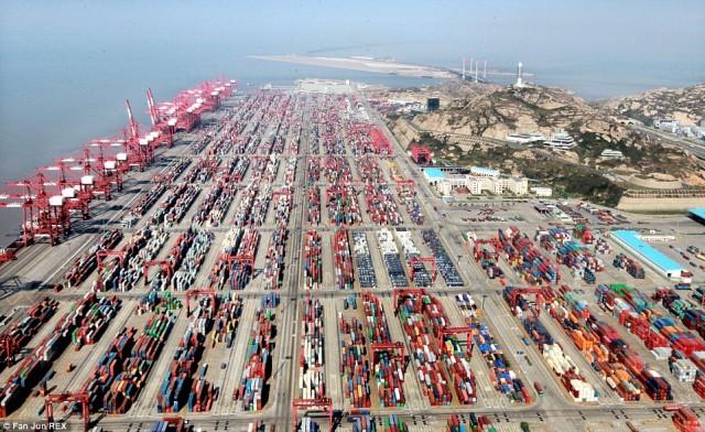 Το λιμάνι της Σαγκάης πρώτο σε κίνηση container για το 2014