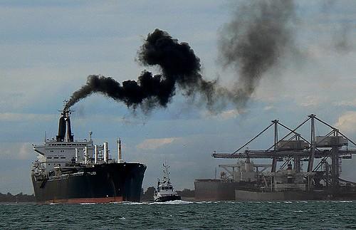 Νέος ευρωπαϊκός κανονισμός για τη μείωση των εκπομπών διοξειδίου του άνθρακα για τα πλοία