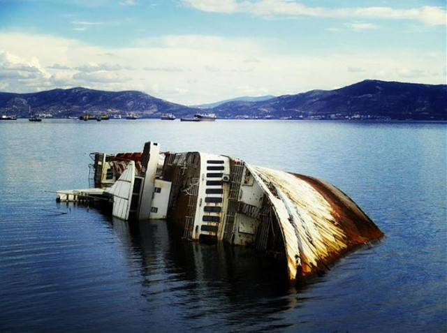 Ανάσυρση 19 ναυαγίων στον κόλπο της Ελευσίνας