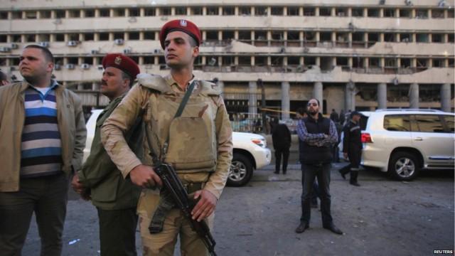 Συναγερμός στο αεροδρόμιο του Καΐρου για τοποθέτηση εκρηκτικών μηχανισμών