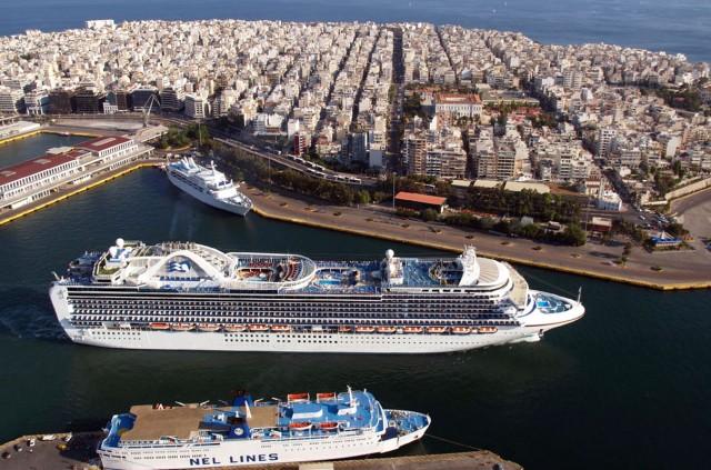 Σταματάει η απεργία στα λιμάνια