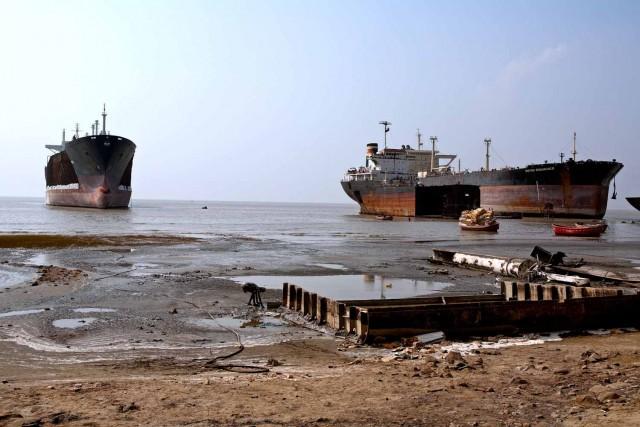 Διαλύσεις πλοίων: Μουσώνες και Ramadan περιόρισαν την αγορά