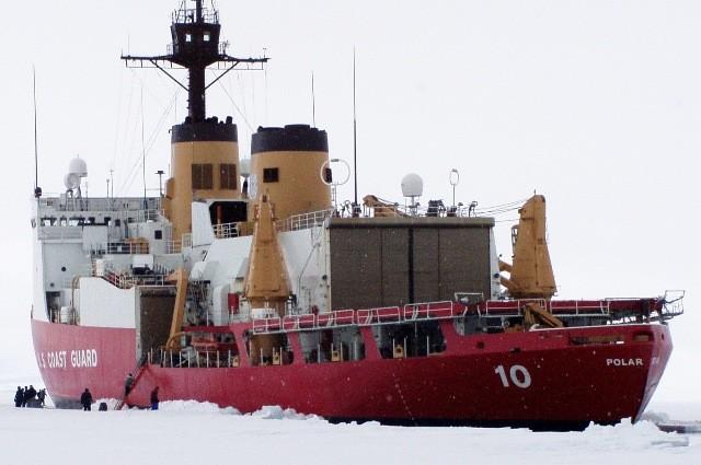 Η αμερικανική Ακτοφυλακή σπεύδει σε βοήθεια εγκλωβισμένου πλοίου στην Ανταρκτική