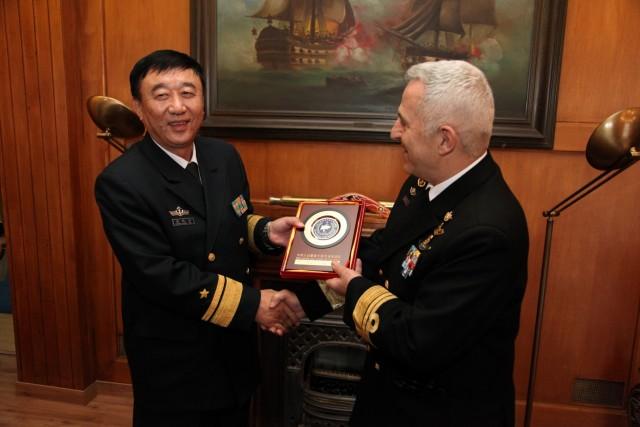 Κινέζοι αξιωματούχοι στον Αρχηγό ΓΕΝ