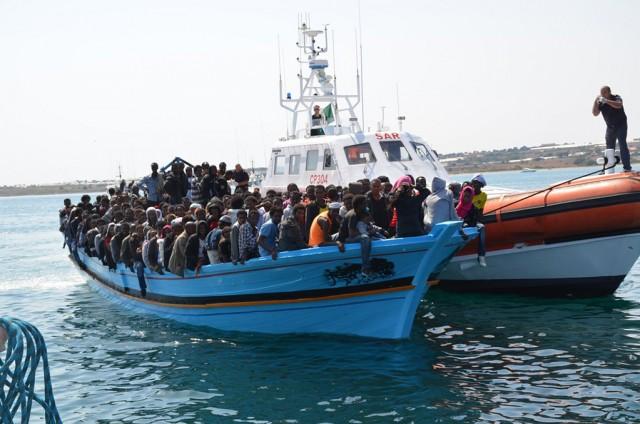 Οι διακινητές μεταναστών στη Μεσόγειο και η κραυγή αγωνίας του ΙΜΟ
