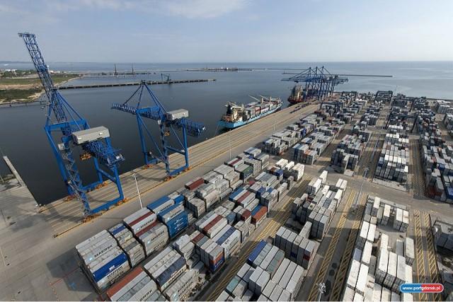 Νέο κρηπίδωμα για σταθμό εμπορευματοκιβωτίων στο λιμάνι του Gdansk