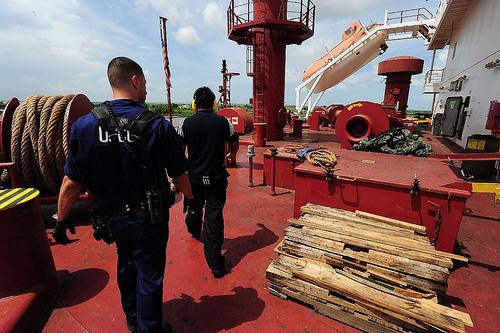 Τι (δεν) απαγορεύεται; τα (παράνομα) προσωπικά αντικείμενα των ναυτικών στο στόχαστρο των διωκτικών αρχών