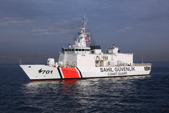 Πλοίο με λαθρομετανάστες στα Δαρδανέλια