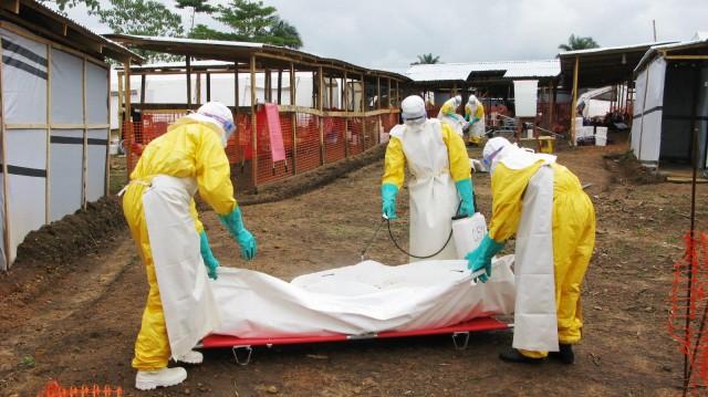 Έμπολα: ο τρόμος ξαναχτυπά στη Δυτική Αφρική