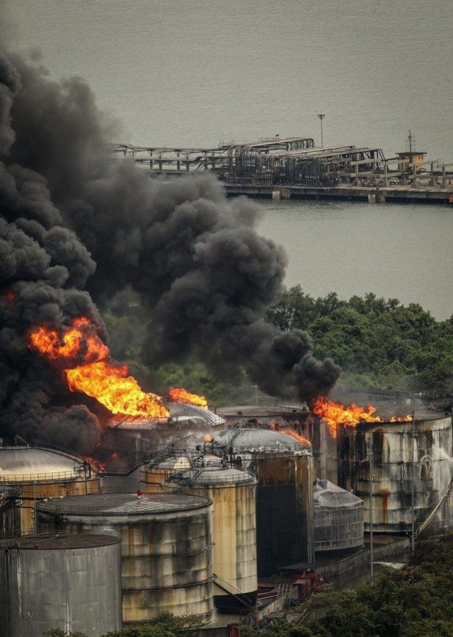 Δύσκολη η κατάσταση στο λιμάνι του Σάντος εξαιτίας της μεγάλης πυρκαγιάς
