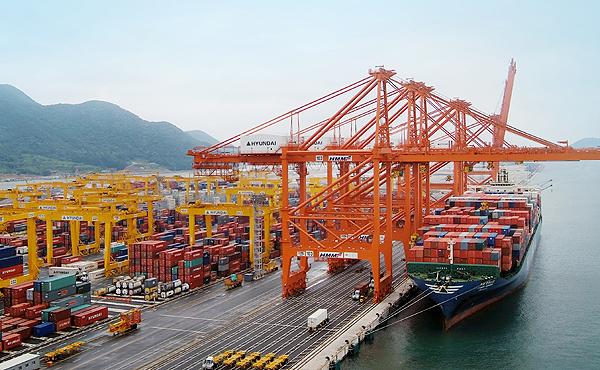 Ρεκόρ διακίνησης εμπορευματοκιβωτίων για το λιμάνι του Busan