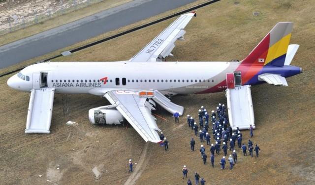 Αεροσκάφος της Asiana Airlines προσέκρουσε σε διάδρομο προσγείωσης
