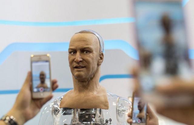 Ο Ηam είναι ένα ρομπότ που σκέφτεται και απαντά σαν και μας