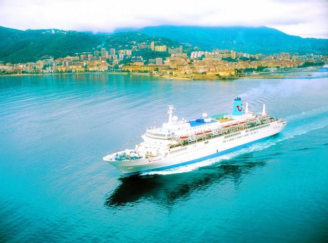Στο λιμάνι της Θεσσαλονίκης το «Thompson Spirit»
