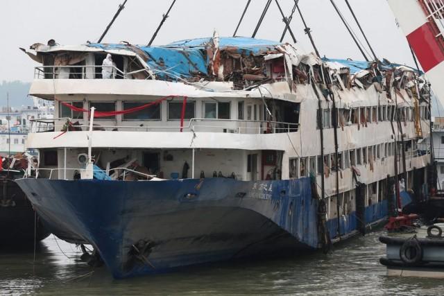 """Ανασύρθηκε το πλοίο """"Eastern Star"""" από τον κινεζικό ποταμό  Γιανγκτσέ"""