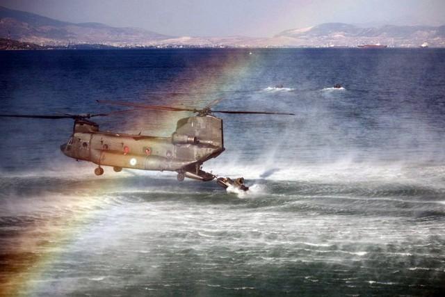 Επίδειξη των Ειδικών Δυνάμεων προς τιμήν του υπ.Άμυνας της Αιγύπτου