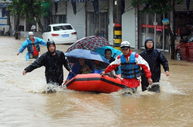 Ένας από τους ισχυρότερους τυφώνες πλήττει τις ανατολικές ακτές της Κίνας