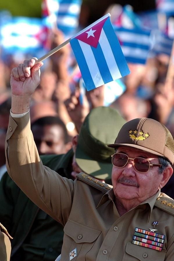 H σημαία της Κούβας ανεμίζει μετά 54 χρόνια στην Αμερική