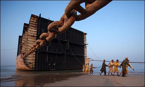 Διαλύσεις πλοίων: Oι Cash Buyers δεν πουλούν, οι End Buyers προσφέρουν  χαμηλές τιμές και η αγορά αναζητά τα σημεία αναφοράς της