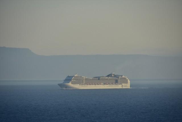 Κρουαζιερόπλοιο πλέει στο ακρωτήριο του Μαλέα, στη Νεάπολη Λακωνίας
