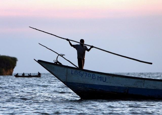 Κένυα: Ανατράπηκε πλοιάριο με 200 άτομα