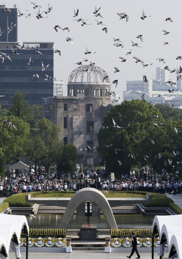 70 χρόνια μετά, η Ιαπωνία τιμά τη μνήμη των νεκρών της Χιροσίμα