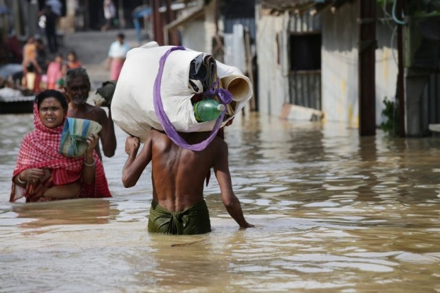 Δυνατός τυφώνας θα χτυπήσει τις Φιλιππίνες τις επόμενες ώρες