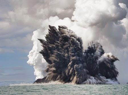 Το UK P&I Club προειδοποιεί για πιθανή έκρηξη ηφαιστείου
